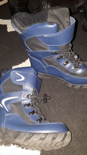 Snow boots sz 1 youth kid for Sale in San Diego, CA