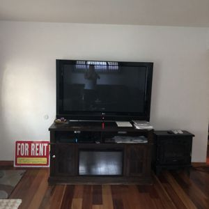 Oh 60 Tv Under Neith Entertainment Cry With Electric Stove for Sale in Aurora, CO