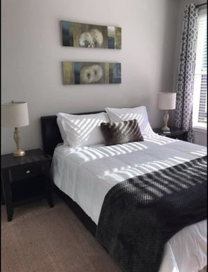 Queen size 5 piece bedroom set for Sale in Greenville, SC