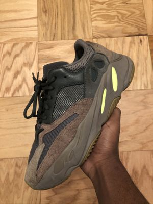 Yeezy Boost 700 Mauve Size 9 for Sale in Charlottesville, VA