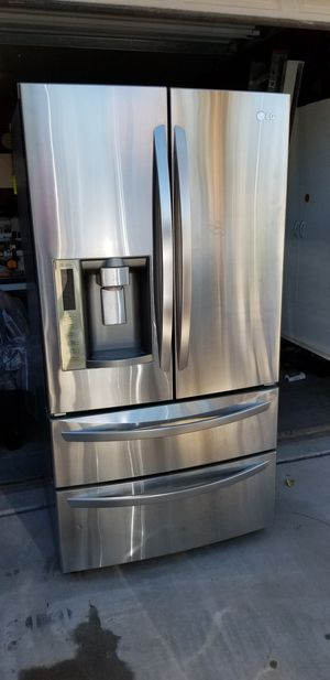 Lg French door Refrigerator for Sale in Laveen Village, AZ