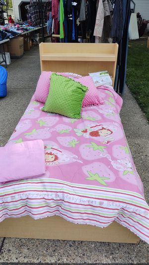 Twin bed with wooden frame and 3 built in drawers for Sale in Pekin, IL