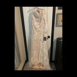 Vera Wang White Collection Wedding Dress for Sale in Pasco, WA