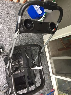 Snap and go universal car seat stroller for Sale in Eugene, OR