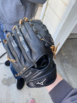 Baseball kids glove for Sale in Bakersfield, CA