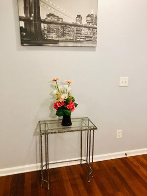 Console table/ small side table for Sale in Duluth, GA
