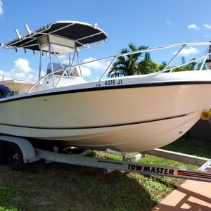 Mako Boat 1997 CC221 for Sale in Hialeah, FL