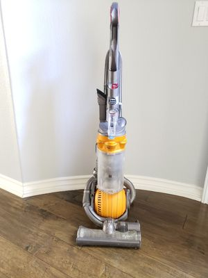 Dyson DC25 Bagless All Floor Upright Vaccuum for Sale in Irvine, CA