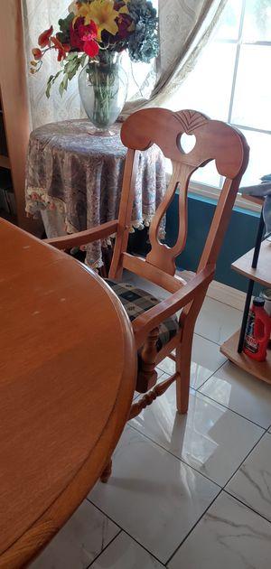 Mesa con 4 sillas for Sale in Hemet, CA