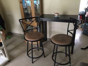 Small table and stools for Sale in Vernon, CA