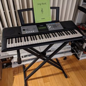 Yamaha PSR E233 Digital Keyboard Piano for Sale in Campbell, CA