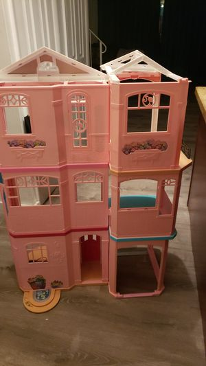 Barbie Play House FREE for Sale in Pembroke Pines, FL