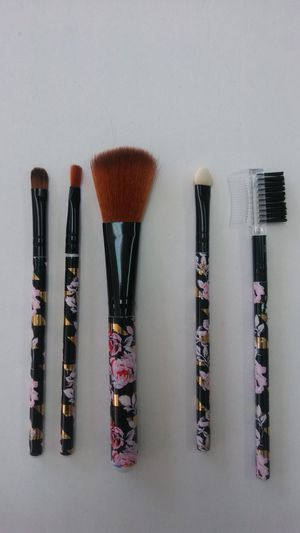 5 pcs makeup brushes set cosmetic powder for Sale in West Palm Beach, FL
