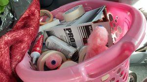 Media cubeta de pintura 10 botes llenos material tape silicon y otros for Sale in San Diego, CA