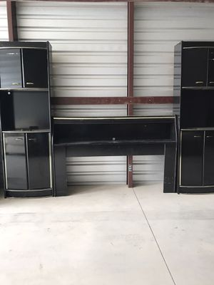 BEAUTIFUL BLACK QUEEN BED WITH 2 STANDING CHESTS, INCLUDES METAL BED FRAME AND QUEEN MATRESS AND BOXSPRING- VERY ELEGANT for Sale in El Paso, TX