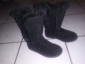 Little girls boots w fur lining size 2 for Sale in Tampa, FL
