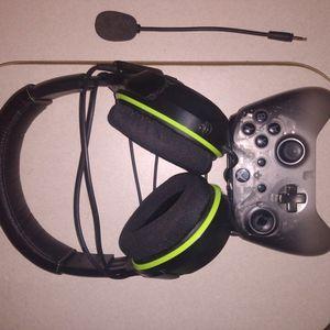 Xbox One Wireless Controller/XO 3 Turtle Beach Gaming Headphones for Sale in Denham Springs, LA