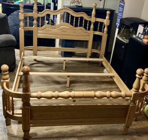 Amish Queen handmade bed frame for Sale in Hicksville, NY