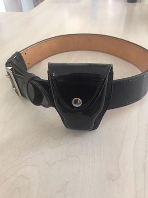Police / Security Genuine leather belt with handcuff holster with 3 keepers asking $40 for Sale in Hialeah, FL