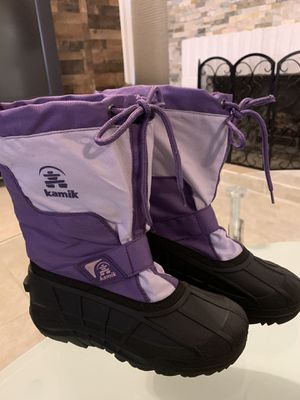 Girls size 4Y Kamik snow boots for Sale in Lemoore, CA