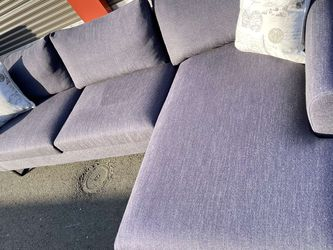 Beautiful Modern Sectional In Like New Condition !! for Sale in Vancouver,  WA