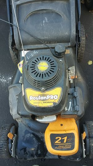 Lawn mower poulan commercial self propelled for Sale in Suitland, MD