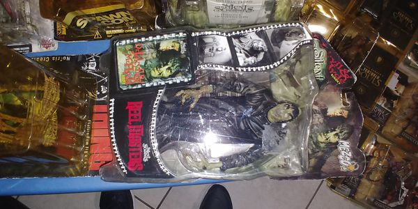 VINTAGE HORROR MOVIE ACTION FIGURES by McFarlene Toys... New sealed but packaging damaged..$20 each