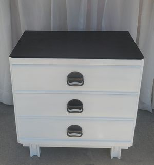 White 3 drawer dresser for Sale in Neenah, WI