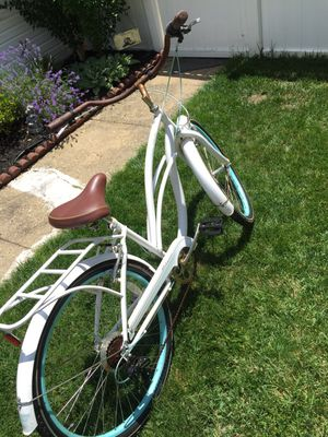 Schwinn Cruiser Bicycle, 7 Speed, Hand Brakes for Sale in Odenton, MD