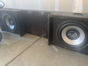 12 inch subwoofers box will fit any GM pick up for Sale in Modesto, CA