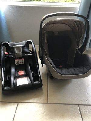 Britax infant car seat and base for Sale in Miami, FL