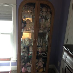Curio with Mirrors And Light On Top for Sale in Naperville, IL