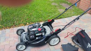 2017 Craftsman 163cc lawn mower LIKE NEW for Sale in Pompano Beach, FL