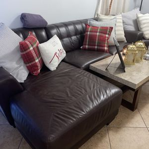 4 PIECE SECTIONAL WITH SIDE TABLE AND COFFEE TABLE for Sale in Hialeah, FL