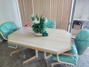 kitchen table 4 chairs for Sale in Largo, FL