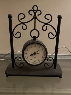 Antique Clock, Needs New Batteries for Sale in Brooklyn,  NY