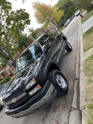 2004 Chevy Silverado 2500 for Sale in Chicago, IL