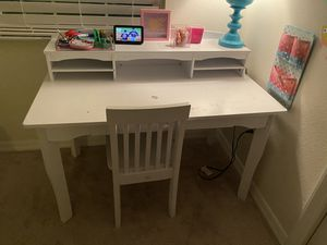 White wooden desk with chair for Sale in Riverview, FL