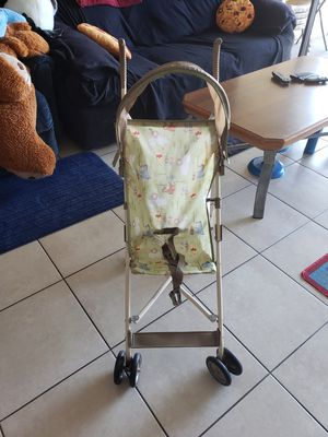 Disney umbrella stroller winnie the poo with Sun shield very good condition folds everything working for Sale in Boynton Beach, FL