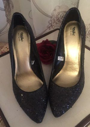 Vintage Classics Monet ' GORGEOUS eve dress kitten heel pewter color with sparkles in EUC pristine size 6.5 misses for Sale in Northfield, OH