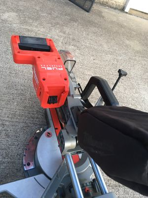 Milwaukee M18 Fuel 18-Volt cordless 7-1/4 Dual Bevel Miter Saw for Sale in Leesburg, VA