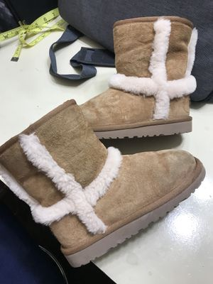 Little girl Ugg boots size 12Y for Sale in Dallas, TX