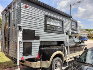 2004 truck camper 6ft bed slide in for Sale in Orlando, FL