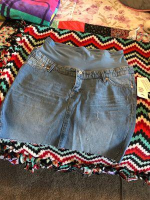 H&M maternity jean skirt for Sale in Las Vegas, NV