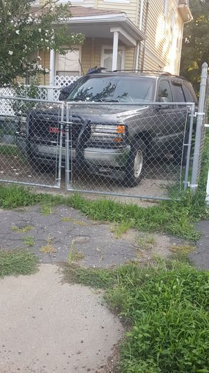 2001 gmc for parts Yukon for Sale in Bridgeport, CT