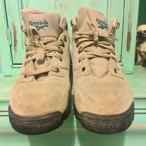 Vintage Reebok Women's Hiking Boots Tan Suede 7.5 for Sale in Tampa, FL