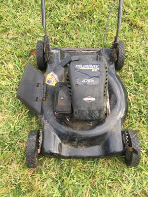 Murray lawn mower running. Probably needs a tune up for Sale in Miami, FL