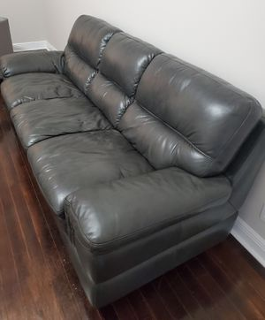 Gray soft leather couch. for Sale in Pompano Beach, FL