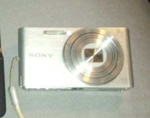 Digital Camera Sony w/Charger for Sale in Salinas, CA