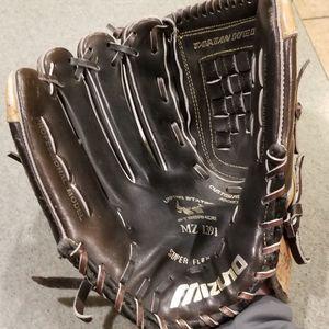 "12.5"" Mizuno Lefty Left Baseball Softball Glove Broken In for Sale in Artesia, CA"